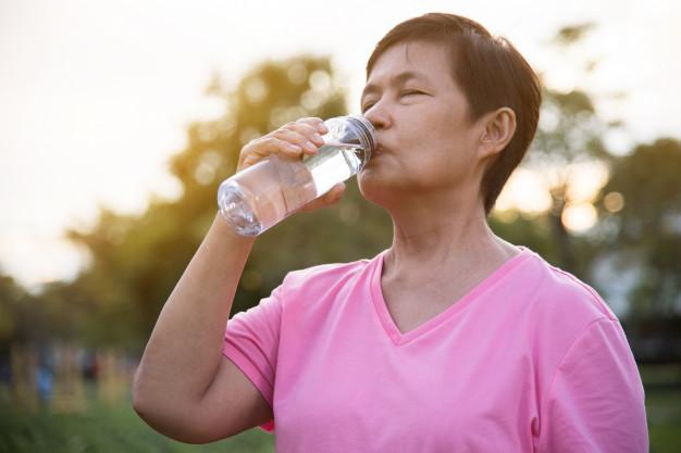 Los ancianos son un grupo vulnerable a la hora de sufrir golpes de calor - HeelEspaña