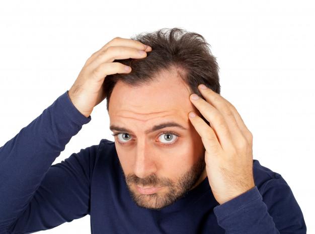 Caída del pelo en otoño: ¿también lo padece los hombres? - HeelEspaña