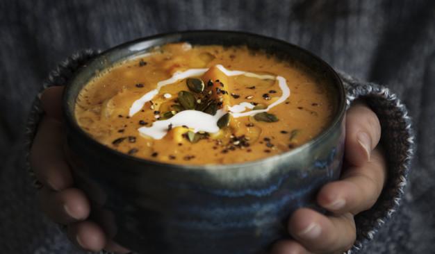 Sopa caliente para combatir el frío - HeelEspaña