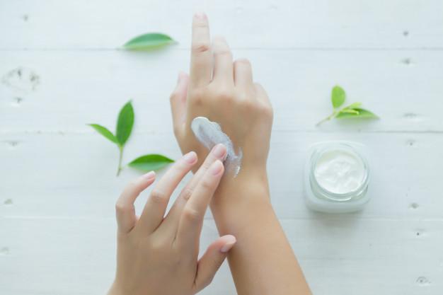 Cuidados de la piel en los días de frío: crema manos heelespana - HeelEspaña