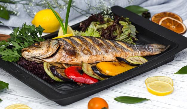 Digestiones pesadas en Navidad: cómo evitarlas: pescado asado - HeelEspaña