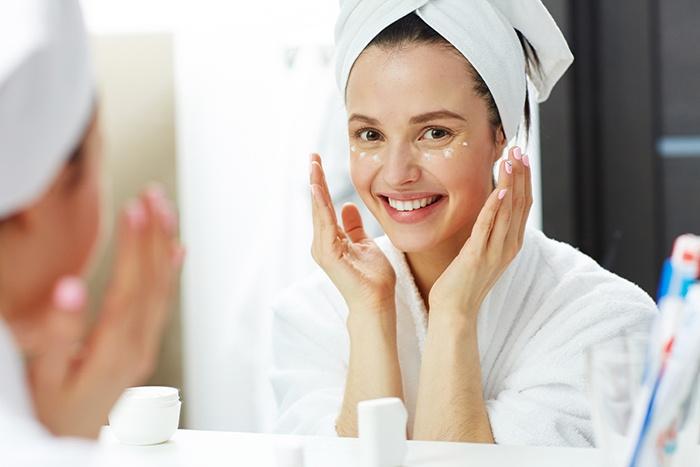 Diferencias en el comportamiento de la piel por la noche - HeelEspaña