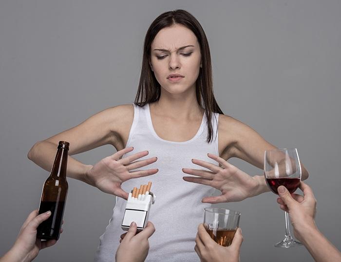 Cuidados a la hora de mezclar alcohol y medicamentos - HeelEspaña
