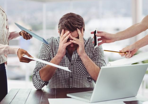 Postura correcta ante el ordenador: estres trabajo - HeelEspaña