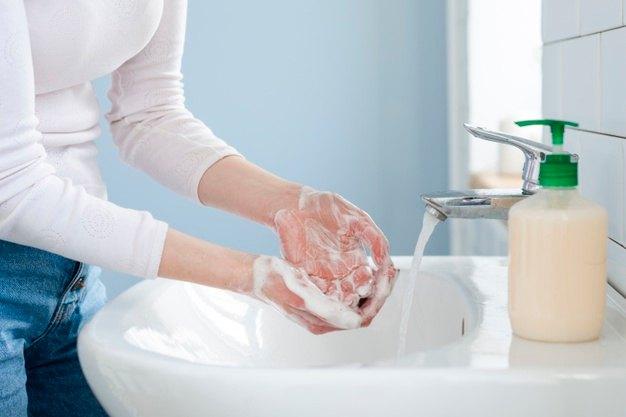 Copa menstrual e infección de orina, ¿existe relación?: lavado manos higiene menstruacion - HeelEspaña