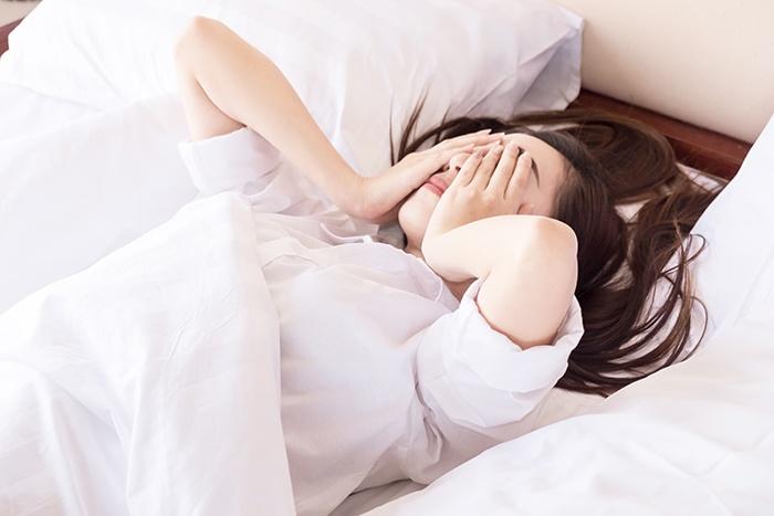Cómo es la relación entre estrés y sueño - HeelEspaña