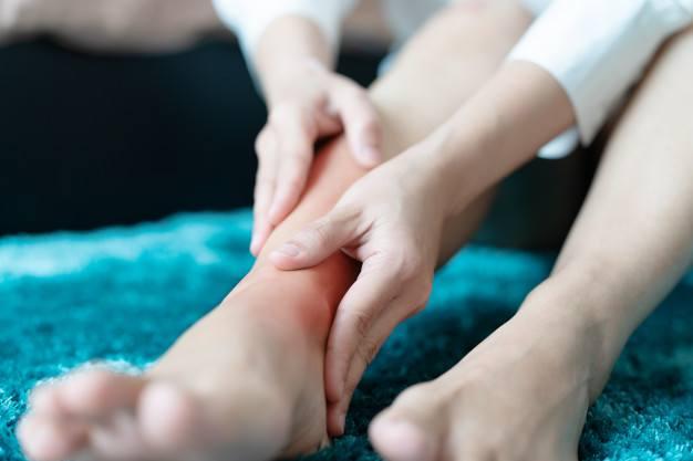 ¿Cómo aliviar el dolor de piernas por estar de pie?