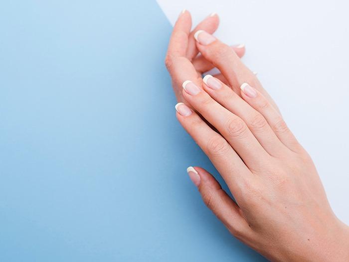 ¿Se puede evitar tener las manos secas?
