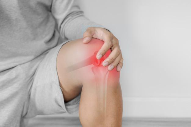 Dolor de lumbares, ¿por qué aparece y cómo aliviarlo?: dolor articular artritis rodilla - HeelEspaña