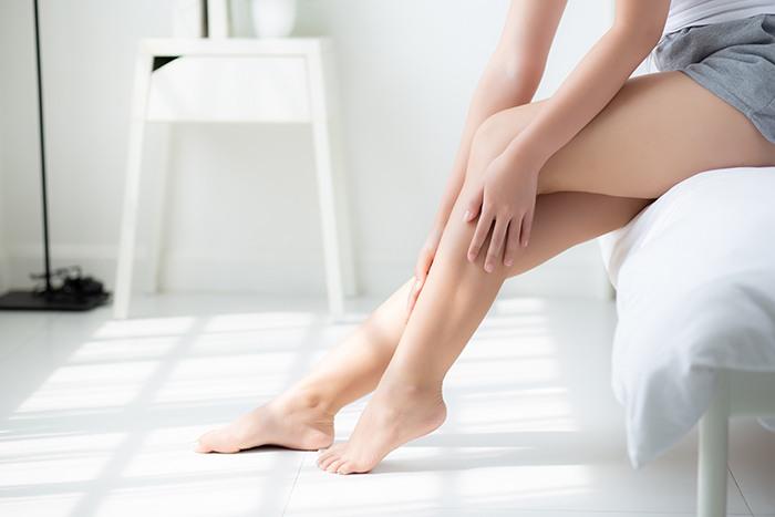 Cómo evitar la relación entre el trabajo de pie y las varices