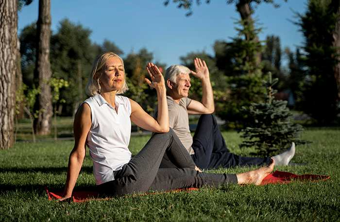 El yoga te ayuda: ejercicios para levantar el ánimo