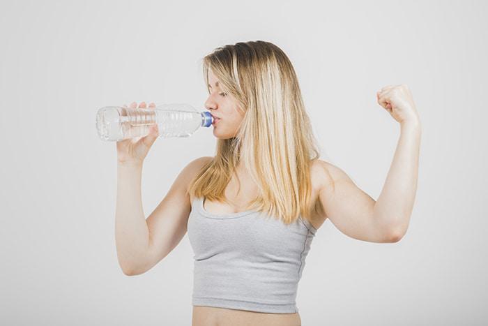 El agua: aliado para evitar la retención de líquidos