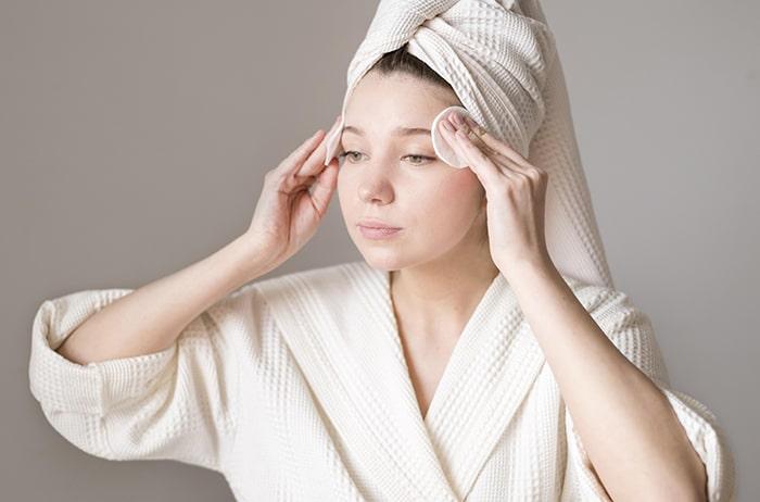 Porqué debes usar agua micelar para limpiar tu piel diarimente